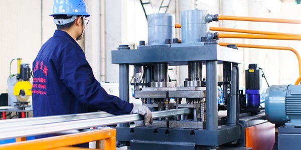 鼎梁金属支架厂家:钢结构民用建筑的抗震设计要求